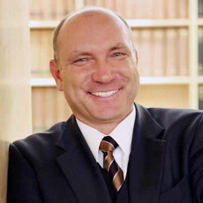 Dr. Helmut Wölfel, Rechtsanwalt bei Labbé & Partner